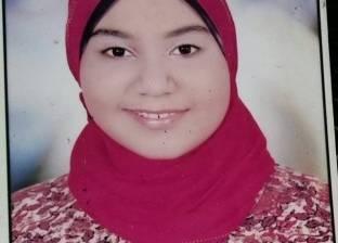 مدرسة محمد السيد تكرم طالبة لفوزها بالمركز الأول في الشهادة الإعدادية