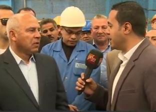 وزير النقل يستقل قطار المناشي ويستمع لشكاوى المواطنين