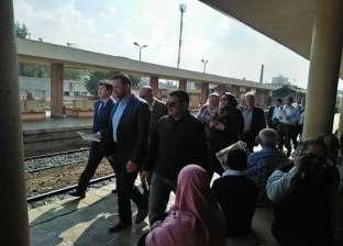 خبراء صينيون يعاينون إنشاء خط سير القطار الكهربائي بالمنصورة الجديدة