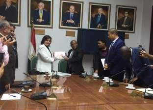 بالصور| وزير التنمية الجنوب أفريقي يزور مشروع بركة غليون