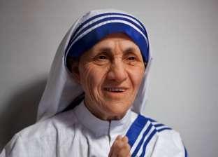 الأم تريزا.. القديسة المستثناة من قوانين الفاتيكان