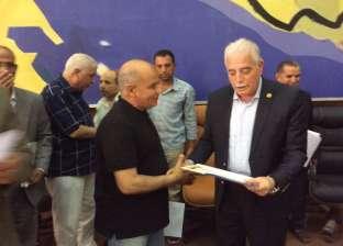 فودة يكرم مدير إدارة اللجان ومدير مكتب السكرتير العام
