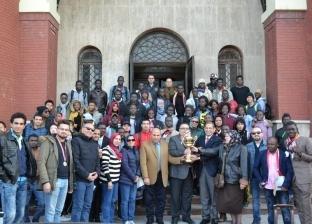 """نواب رئيس جامعة الإسكندرية يهنئون """"الوافدين"""" بكأس الأنشطة الطلابية"""