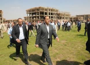 """وزير الإسكان يتفقد التشطيبات النهائية لنفق """"التسعين"""" بالقاهرة الجديدة"""