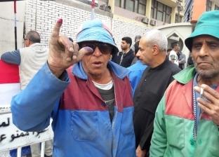 """""""من جمع القمامة لجني الثمار"""".. عامل نظافة يشارك بالاستفتاء """"عشان بكرة"""""""