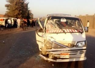 مصرع 4 وإصابة 12 آخرين في حادث انقلاب سيارة ميكروباص بالصف