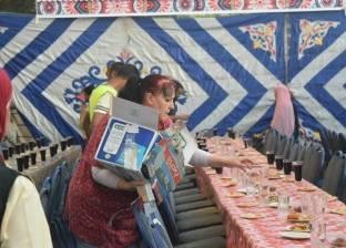 أجانب يشاركون في إعداد مائدة إفطار داخل مستشفى بالأقصر