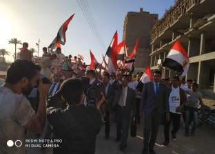 مسيرة تطوف 6 قرى بمنفلوط لحث المواطنين على المشاركة بالاستفتاء