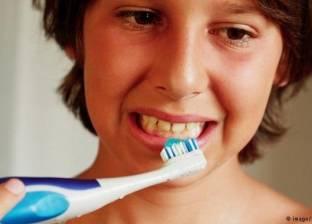 """معجون الأسنان عبر التاريخ: صنعه الفراعنة من الزجاج والرومان من """"البول"""""""
