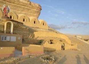 """بدء رفع مساحة الدير المنحوت تمهيدا لشق طريق """"الزعفرانة - الضبعة"""" بالفيوم"""