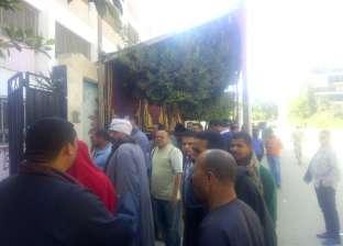 طوابير أمام لجان أكتوبر.. والرجال في صدارة المشهد