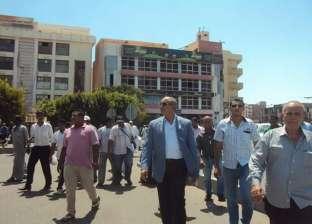 محافظ البحر الاحمر يتفقد أعمال صيانة الممشي السياحي بمدينة الغردقة