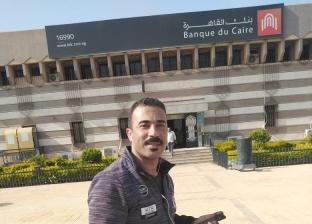 """""""الدنيا لسا بخير"""".. الأسطى حسين رجع شنطة فلوس لصاحبها ورفض المكافأة"""
