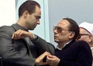"""عادل إمام ينشر صورة تجمعه بجمال مبارك.. ونشطاء: """"إبعد عن الناس دي"""""""