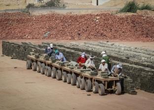 عمال «الطوب الأحمر» «حياة برخص التراب»