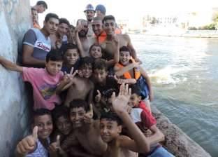 أهالى قرية بالبحيرة يقاومون الفقر بالسباحة: كلنا بنعرف نعوم