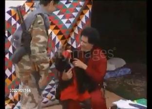 مقطع فيديو متداول للقذافي مع أبناءه وهم صغارا.. وجه آخر