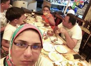 """""""الأجازة بقت جنازة"""".. أسرة فقدت ابنها الأكبر بسبب وجبة فاسدة بالإسكندرية"""
