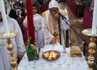 آلاف الأقباط يحتفلون بعيد السيدة العذراء وأسقف الفيوم يترأس القداس