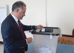 وكيل مجلس النواب يُدلي بصوته وسط حشد غفير في بورسعيد