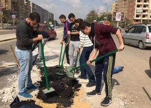طلاب الجامعة الألمانية يصلحون الطرق.. نشاط طلابى