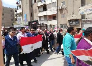 """رئيس """"الخانكة"""" يقود مسيرة حاشدة لحث المواطنين على المشاركة بالاستفتاء"""