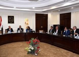 الحكومة تبدأ «ترشيد الإنفاق»: وقف المكافآت فى 3 وزارات
