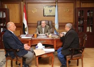 محافظ كفر الشيخ يناقش سبل استغلال أراضي الأوقاف