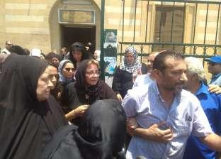 صور| نجوم الفن يشيعون جنازة عزت أبو عوف.. وشقيقاته يدخلن في نوبة بكاء