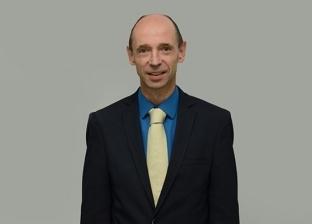 فوز رئيس الجامعة الألمانية بالقاهرة بأفضل بحث في مؤتمر أبحاث الحوكمة
