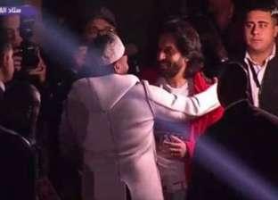 """تامر حسني يقدم بهاء سلطان لحضور حفل عيد الحب بـ""""قوم اقف"""""""