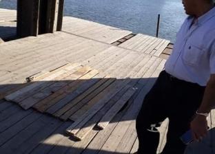 رئيس الوحدة المحلية بمدينة دمياط يتابع تأمين فتحة الكوبري الأثري