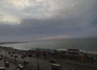 بالصور| هطول أمطار خفيفة على الإسكندرية