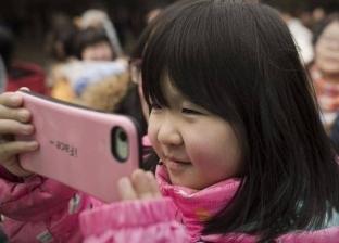 هاتف ذكي يصيب طفلة لم تتجاوز العامين بكارثة