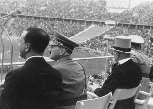 بالصور| موسوليني سرق كأس العالم وأهداه لشعبه.. زعماء عشقوا كرة القدم