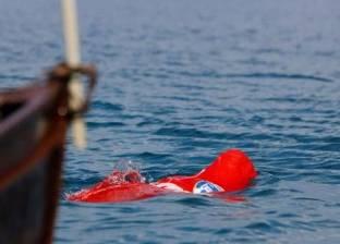 عمره 64 عاما.. بلغاري يدخل موسوعة جينيس للسباحة مكبلا داخل كيس