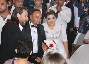 نضال الشافعي يشارك الفتيات اليتيمات فرحتهن بزفافهن في الإسكندرية