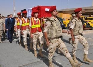 بالصور| محافظ أسيوط يتقدم الجنازة العسكرية للشهيد ياسر رجب