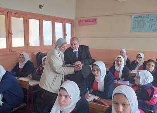 """ولي أمر بالإسكندرية لوزير التعليم: """"ارحمنا من طابور التابلت"""""""