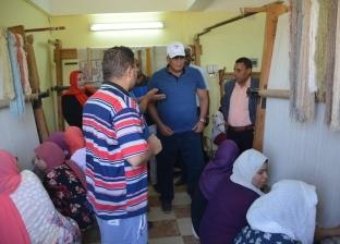محافظ الوادي الجديد يوجه بإعداد فيلم تسجيلي يوثق الإنجازات بقرية بولاق