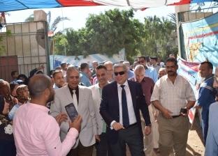 محافظ المنيا يتابع القوافل التنموية والثقافية بمعصرة حجاج في بني مزار
