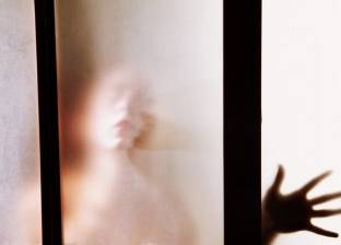 """علاقات مرعبة.. فتاة تدعي ممارسة الجنس مع شبح وأخرى: أنجبت من """"جني"""""""