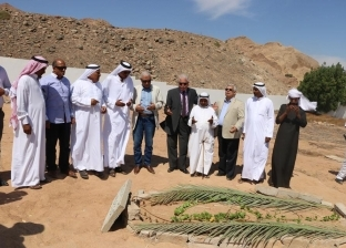 محافظ جنوب سيناء يقدم واجب العزاء في أحد عواقل مدينة دهب