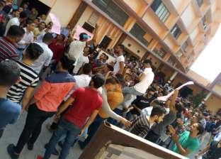 """وقفة احتجاجية لطلاب """"العمالية"""" اعتراضا على إلغاء درجة البكالوريوس"""