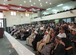مدير أمن المنيا يناقش المشاكل الجماهيرية مع العمد والمشايخ