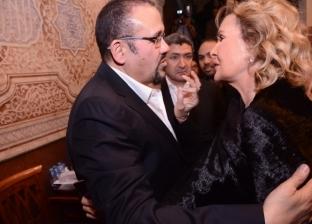 توافد مستمر من نجوم الفن لتقديم العزاء في والدة هشام عباس