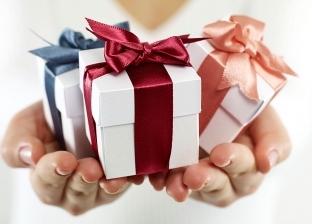 ماكينات عناية وساعات.. أفكار لهدايا عيد الحب لا تزيد على 500 جنيه