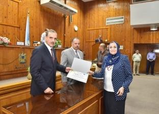 محافظ أسيوط يكرم الفائزين بجائزة الدولة ويستمع لشكاوى المواطنين