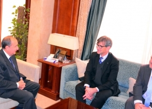"""وزير التجارة والصناعة يبحث مع ممثلي """"مرسيدس"""" خطط استئناف نشاطها في مصر"""