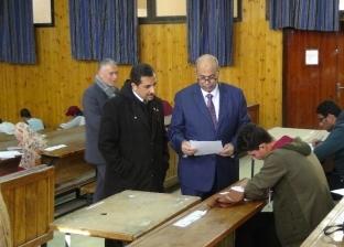 رئيس جامعة المنيا يتفقد امتحانات نصف العام بكلية الهندسة